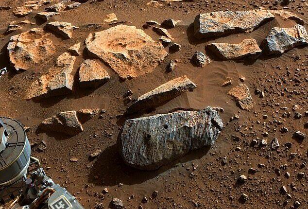 مریخنورد استقامت آثاری از وجود طولانی مدت آب در گذشته سیاره سرخ کشف کرد